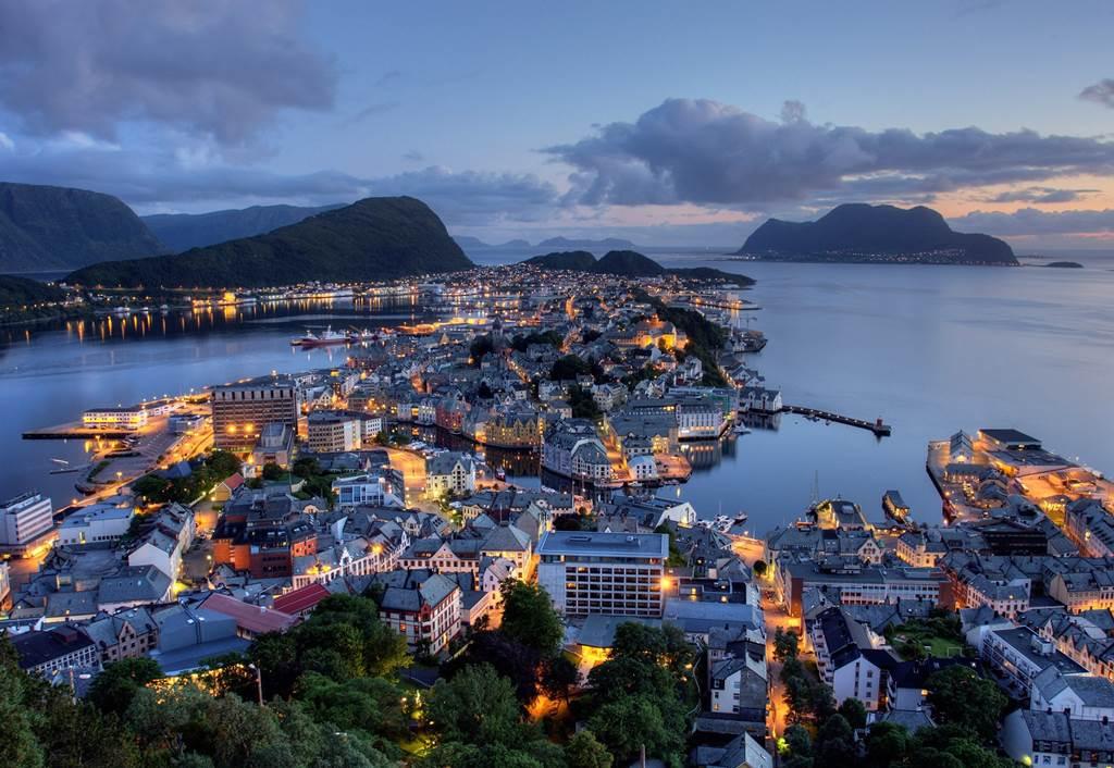 Роскошные пейзажи Норвегии - Страница 3 332049,xcitefun-alesund-norway-1