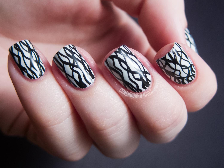 Рисунок белым лаком на ногтях картинки