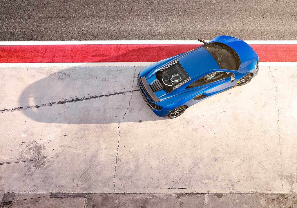 """intorducing a new sports car """"McLaren 650S"""" which will make it's debut ..."""
