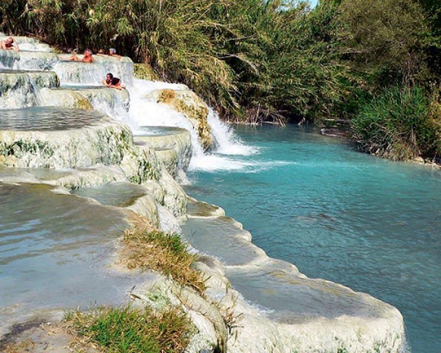 Saturnia italy the natural waterfall jacuzzi - Bagni di saturnia ...