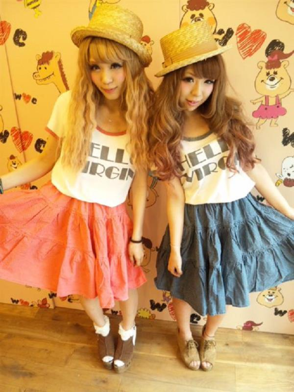 Dress Like Twins The Hot New Fashion Trend In Japan