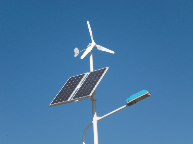 Hybrid Street Light Powered By Wind And Solar Energy