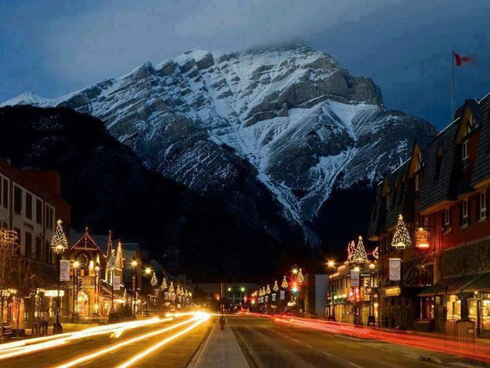 Hotels Around Canmore