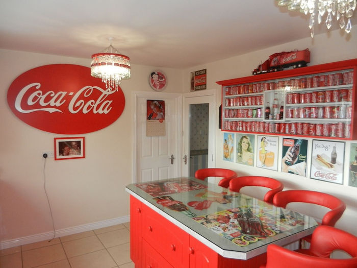 Red and White House Decoration Inspired by Coca Cola - XciteFun.net