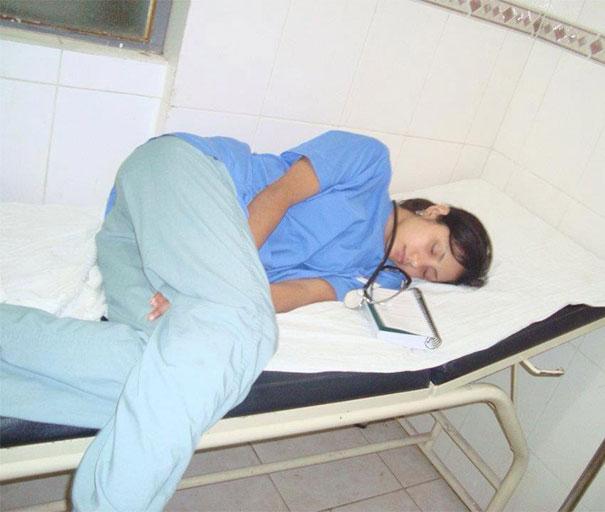 Девушка медсестра
