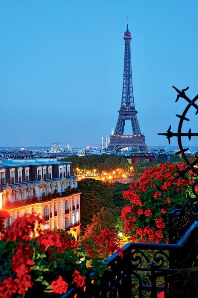 Best season to visit eiffel tower for Places to stay near eiffel tower