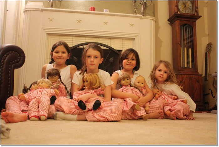 Tiny Twins  Girls and Dolls