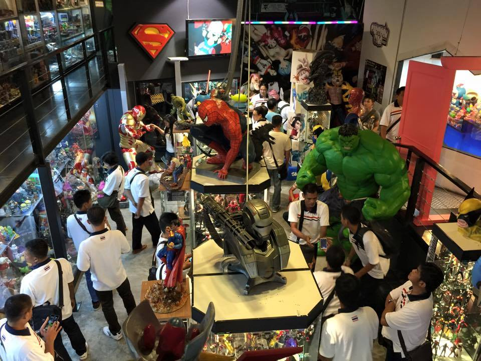 Tour of Dark Knight Museum In Bangkok