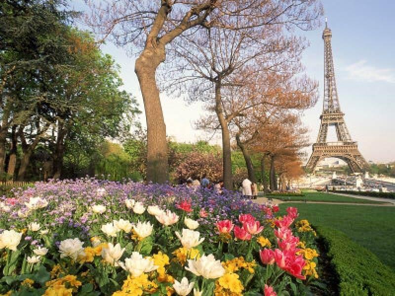 A Romantic Tour of Paris