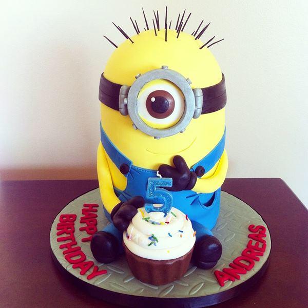 Delicious Despicable Me Minion Cakes